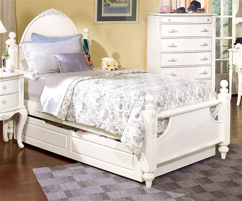 White Arched Headboard by Bed With Trundle And Arched Headboard White Bedroom Furniture Set Photo Gallery Decofurnish