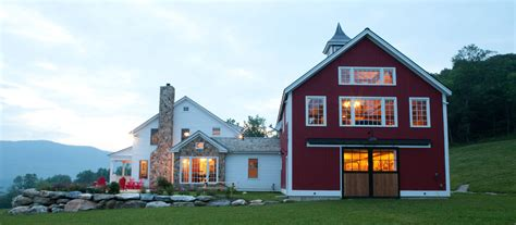 Garage Designs With Living Space Above Eaton Carriage House Designs Yankee Barn Homes
