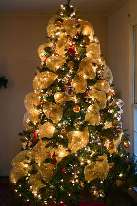 deco mesh garland spiraled around tree instead of wrapped