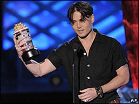 Johnny Depp Grabs 2 Golden Popcorns At The 2008 Mtv Awards by News Entertainment Mtv Rewards Depp And Robots