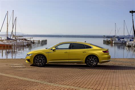 volkswagen arteon r line 2019 vw arteon r line package ups the sporty vibe