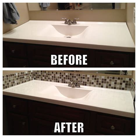 square glass tile back splash makes a big difference in