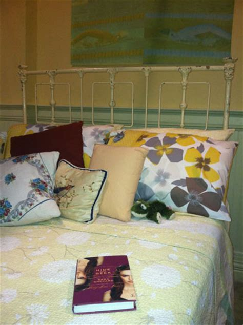 emily fields bedroom image emily bedroom pll site jpg pretty little liars wiki