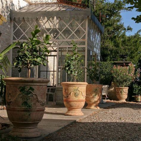 grand pot de fleur 1717 les 462 meilleures images du tableau d 233 co jardin pots