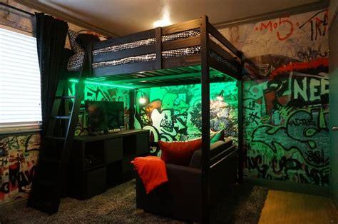 loft bed  graffiti walls teenage boy room teenage