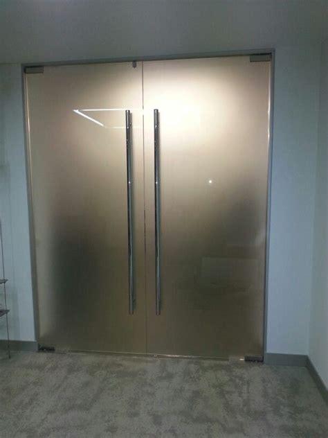 puerta de dos hojas de vidrio templado mate vidrio