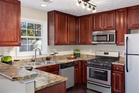 Cherry And White Kitchen Cabinets by Light Kitchen With U Shaped Cherry Oak Cabinet And