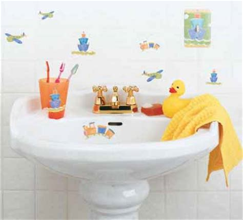 bathroom decorating ideas for kids light and lively kids bathroom decorating idea
