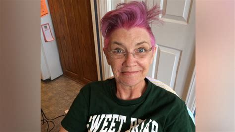 haircut by mom story south carolina mom losing hair from chemo allows daughter