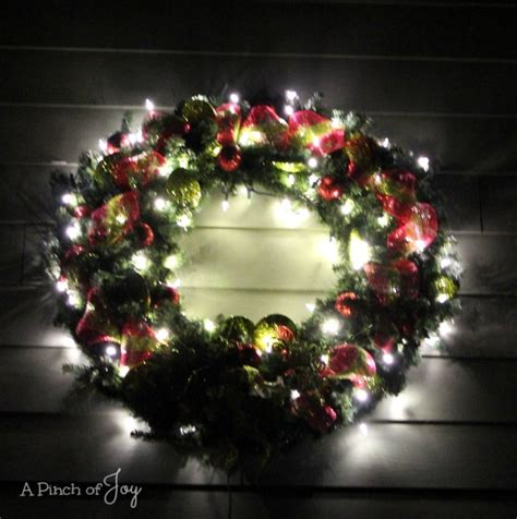 How To Make A Large Lighted Outdoor Wreath Outdoor Lighted Wreaths