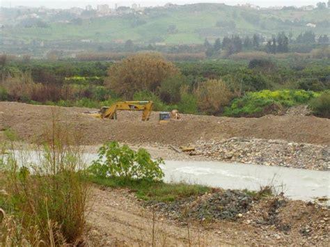 Cemento Stato by Blocchi In Cemento Sul Verdura Sotto Sequestro Adesso
