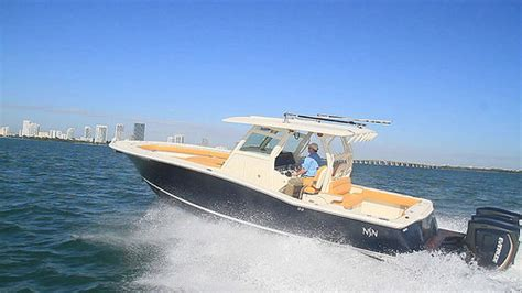 scout boats boat test scout boats 350 lxf 2015 the scout 350 lxf has a loa
