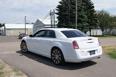 Chrysler 300 Awd Mpg by 2018 Chrysler 300 300s Awd