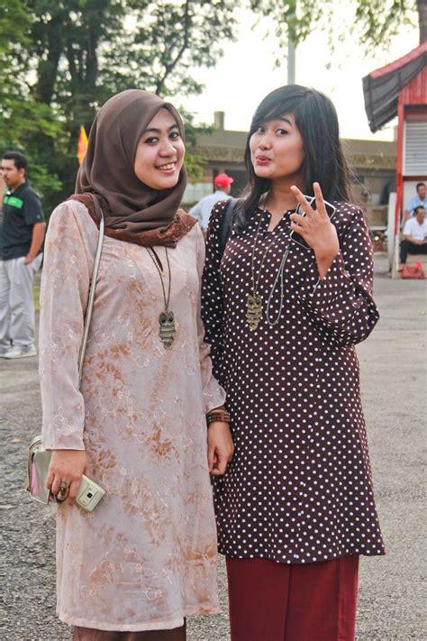 Batik Sultan B two wearing baju kurung national dress of