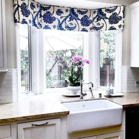 bay window kitchen curtains best 25 kitchen window valances ideas on