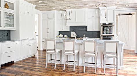 White Cottage Kitchen with Black Stacked Backsplash and