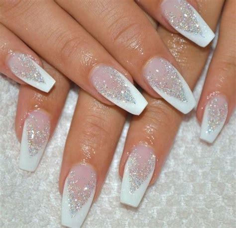 cool  trending winter nails art feature glitter vattire