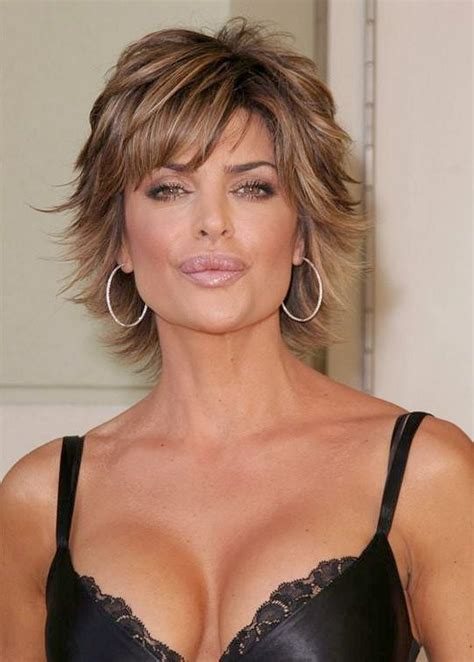 how does lisa rinna fix her hair lisa rinna i always love her make up and her short hair