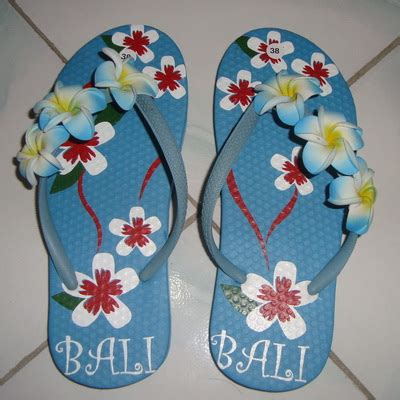 Sandal Jepit Bunga Een 28 sandal bunga jepun biru oleh2bali