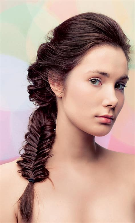 loose above shoulder length hairstyles loose fishtail pony for medium length hair fmag com