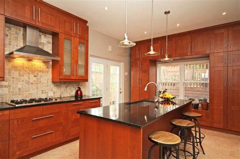 Daly   Contemporary   Kitchen   Ottawa   by Ascent