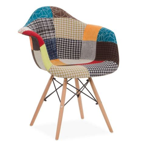 chaise eames patchwork comment moderniser salon avec une d 233 coration