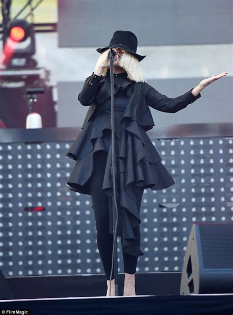 Sia Chandelier Single Sia Talks About Aniston S Wedding To Justin