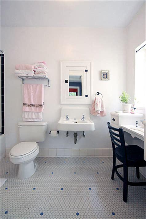 julie cash bathroom julie s cozy house the tiny life