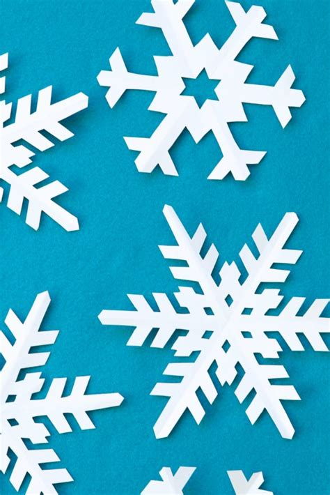Kids Snow Crafts - how to cut perfect snowflakes paging supermom