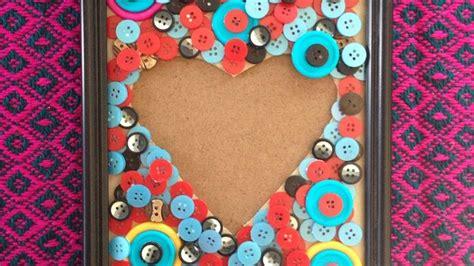 crea cornici foto crea una cornice quot cuore quot con bottoni fai da te casa