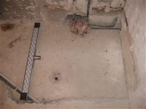 gamma hangend toilet plaatsen pvc douche afvoer afgebroken