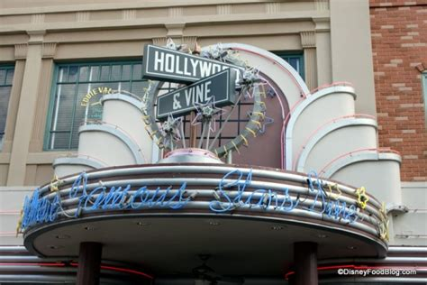 hollywood vine news review new minnie s holiday dine at hollywood vine in