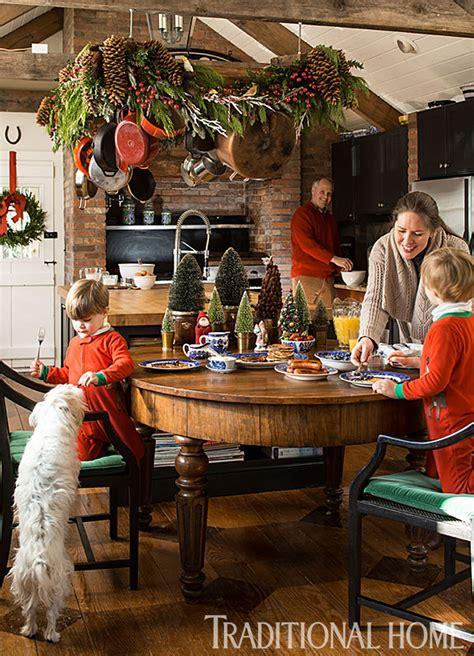 christmas    england clapboard traditional home
