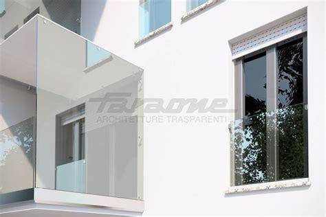 ringhiera per finestra parapetto in alluminio e vetro per finestre e balconi