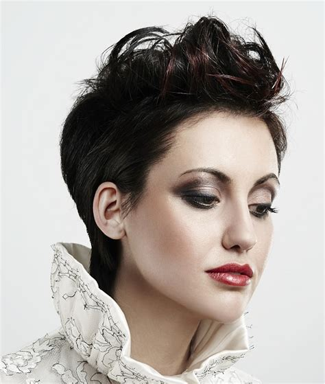 short hair angular jaw hairstyles for square faces