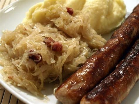 bratwurst and sauerkraut hauptsache es schmeckt coburger bratwurst mit sauerkraut