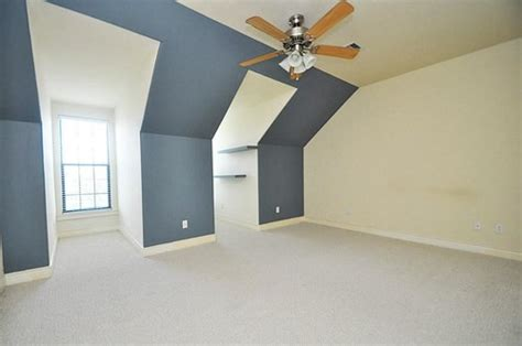 paint color guest bedroom w alcoves to attract tenants
