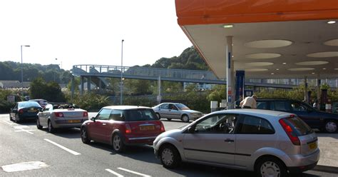 plymouth herald contact heavy traffic into plymouth city centre after falls