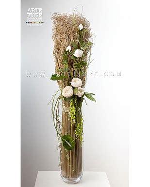 vasi con fiori secchi composizione di fiori secchi e peonie in vaso di vetro
