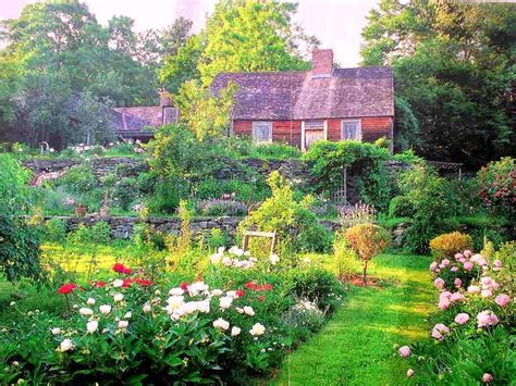 S Home And Garden by Visit To Tudor S Home Corgi Cottage