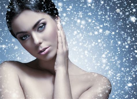 Caring For The Skin In Winter by 5 Winter Skin Care Mistakes Everyone Makes And How To