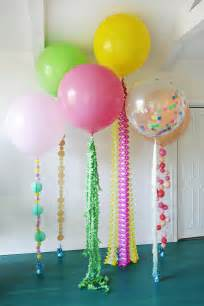 dekoration mit luftballons festive diy balloon tails clever and crafty balloon