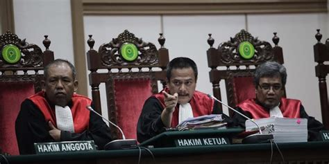 ahok independent ahok case judge should show independent stance jurnal islam