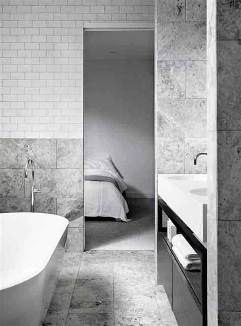 White And Grey Bathroom Ideas by Marmor Och Vitt Kakel I Harmoni Badrumsdr 246 Mmar