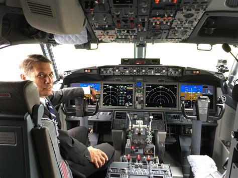 b737 max flight deck take a look at the new boeing 737 max passenger jet ge