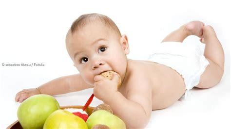 bis wann baby wann beginnt der mensch zu kommunizieren babys teilen