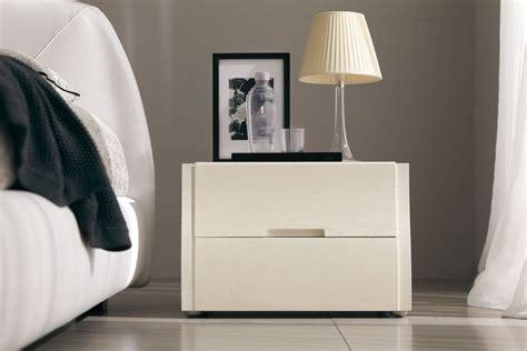 comodini laccati bianchi comodino in legno dotato di due cassetti musa di napol