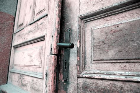 keyhole doorway 100 keyhole doorway 1 517 doorway and garden