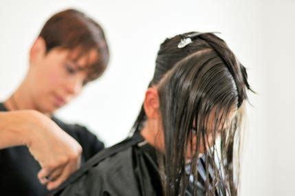 haare schneiden zu hause mobiler hairstylist haarstyling bequem zu hause