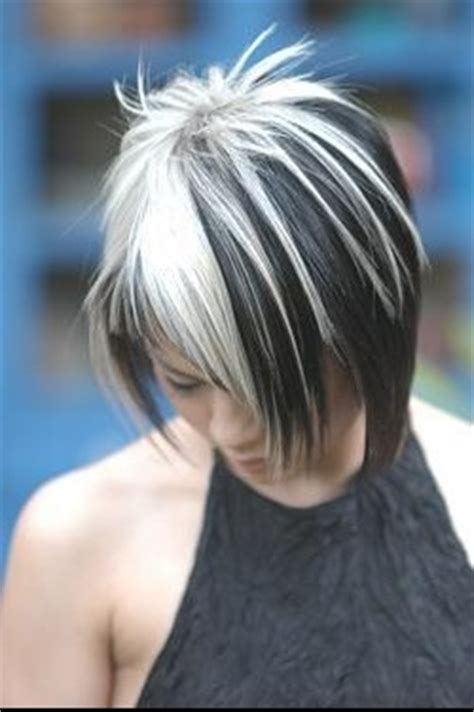 white hair with black lowlights blond avec bande brune chatain chocolat coiffure et